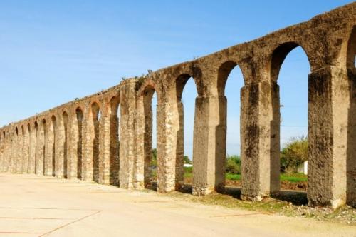 Obidos Day Trip from Lisbon: aqueduct near Obidos