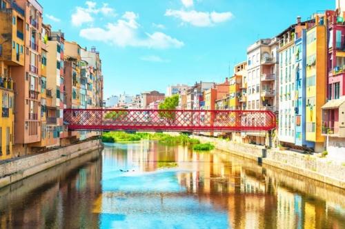 Girona and Besalu Tour - Onyar River in Girona
